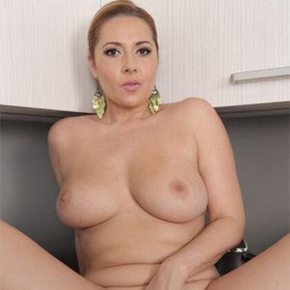 Amateur Sexchat umsonst mit nackter Hausfrau